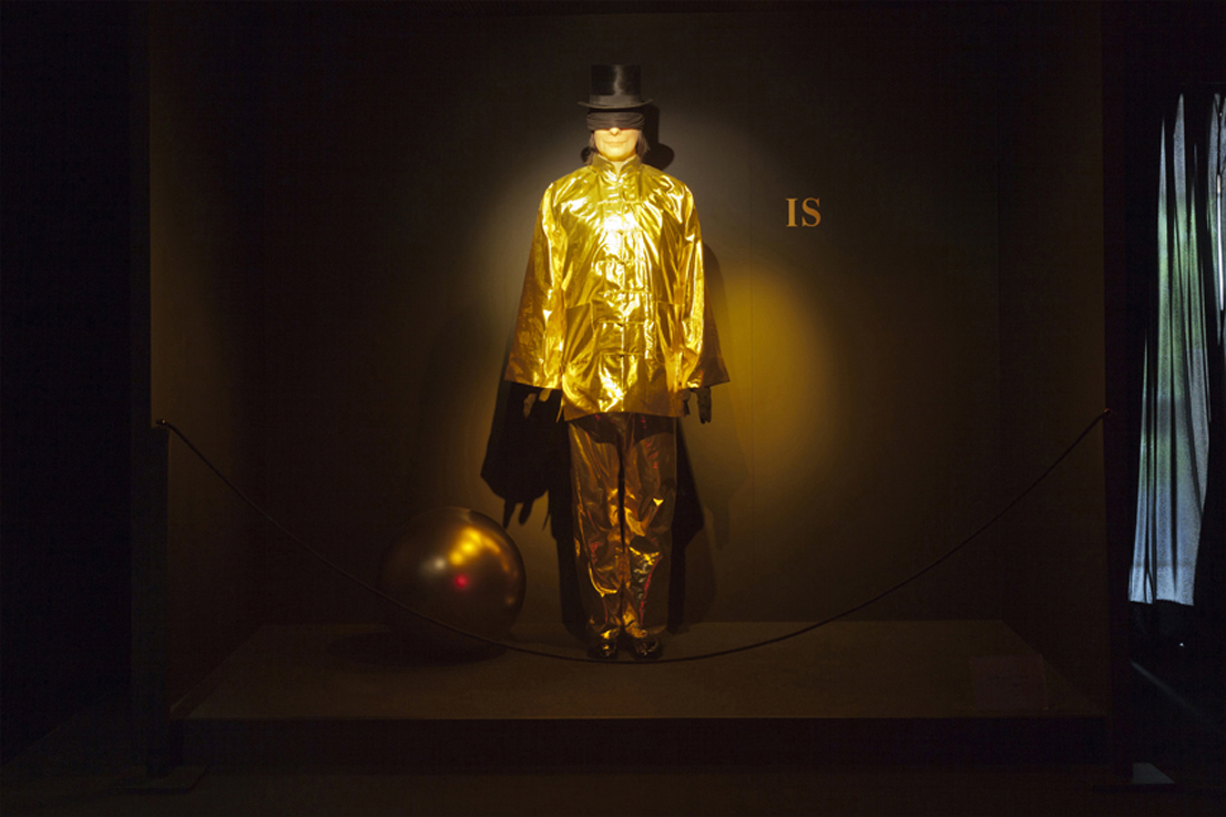 """Installation : """"DOCUMENTA WAX MUSEUM"""" (part 2) James Lee Byars - 1932-1977 by Bijl Guillaume"""