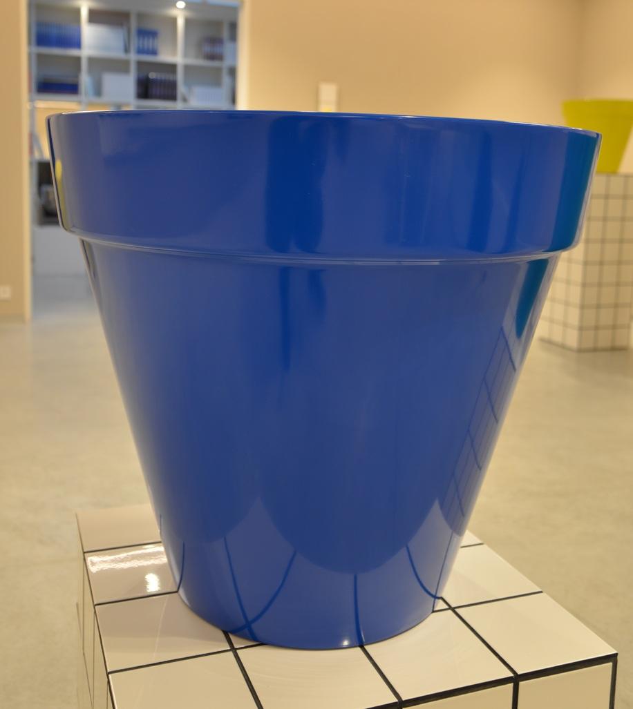Pot bleu by Raynaud Jean-Pierre