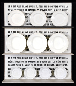 Le D est plus grand que le T (assiettes) by Broodthaers Marcel