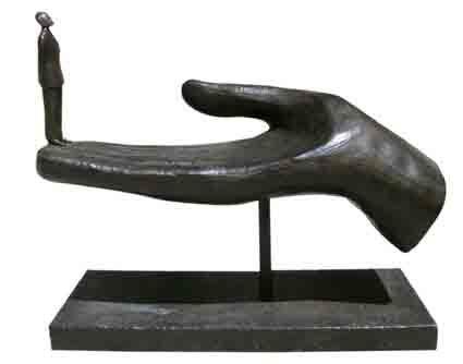 Qui ? (grande main avec personnage) by Folon Jean-michel